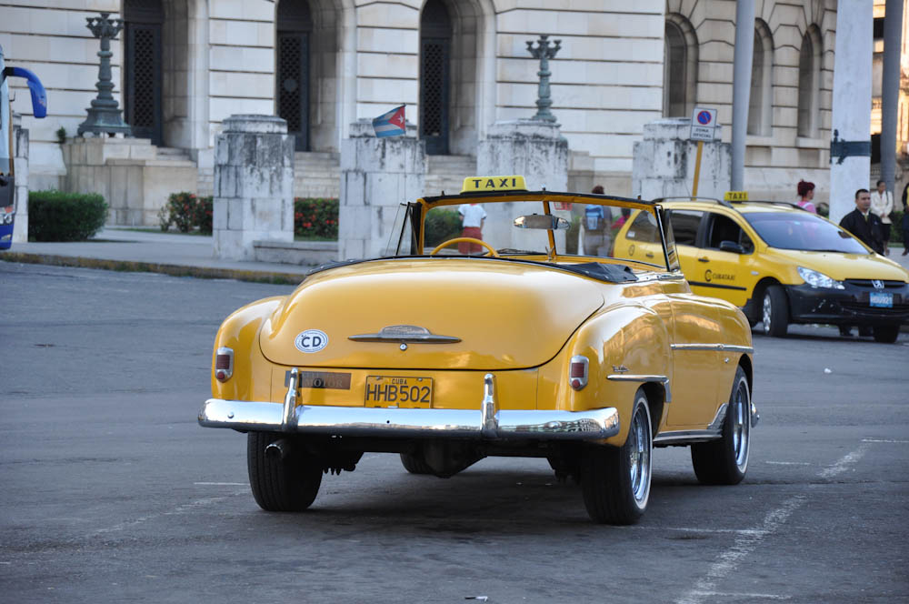 Havana taxi: old school vs new era