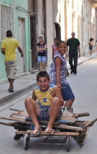 Kinds playing in the streets of Havana