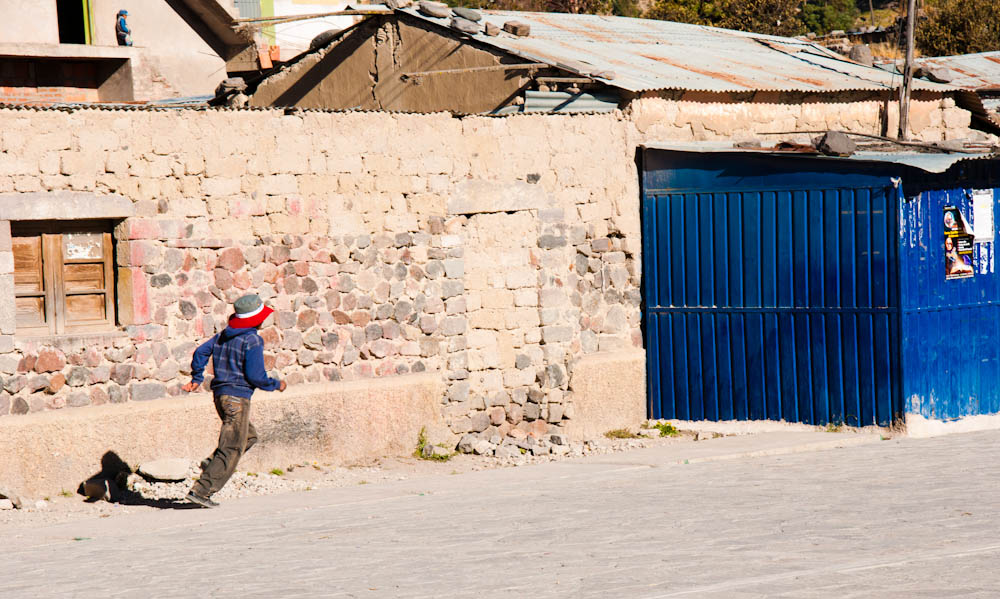 A kid running in Maca...