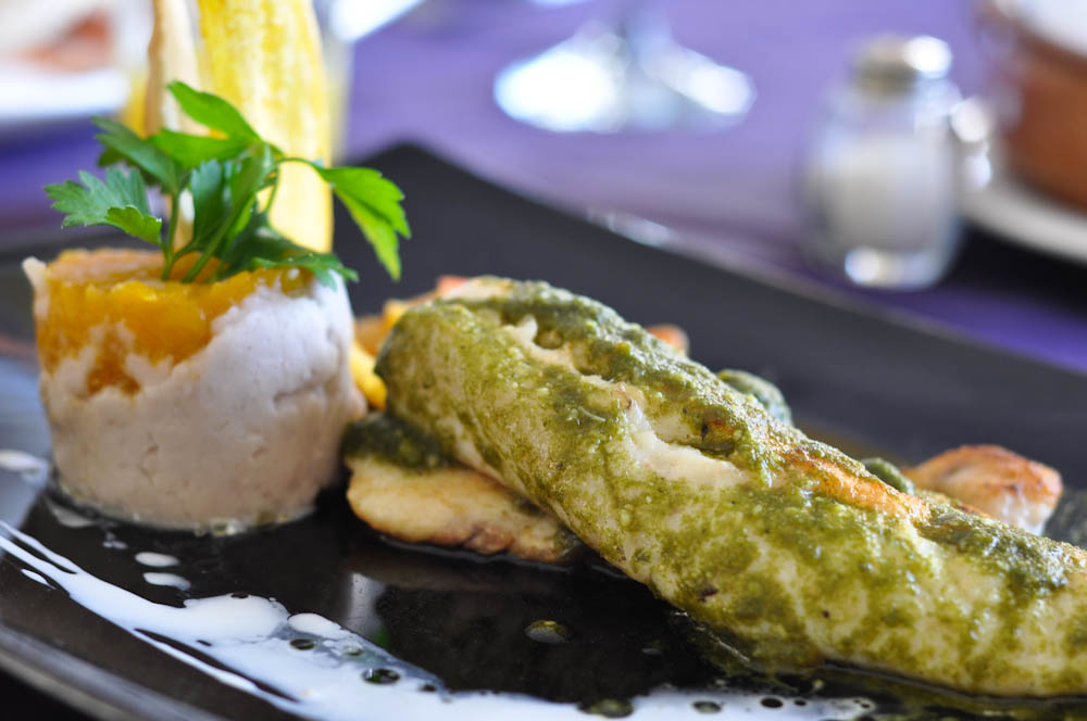 Fish with pesto and mashed papachina with pumpkin - the fanciest meal with had in La Habana. Very good presentation but, believe it or not, that zero taste!