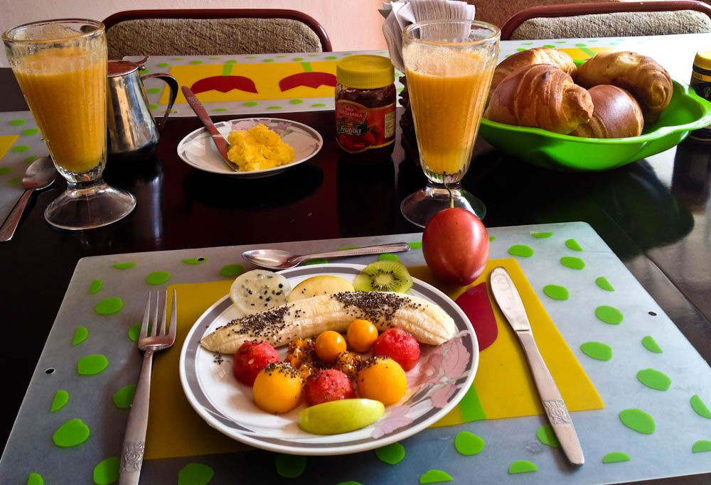 Ecuadorian breakfast: our intro to the lovely fruit this country produces