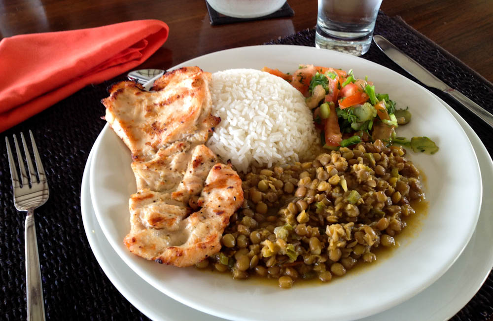 Typically Ecuadorian: grilled chicken, rice, lentils and salad. Right up my alley!