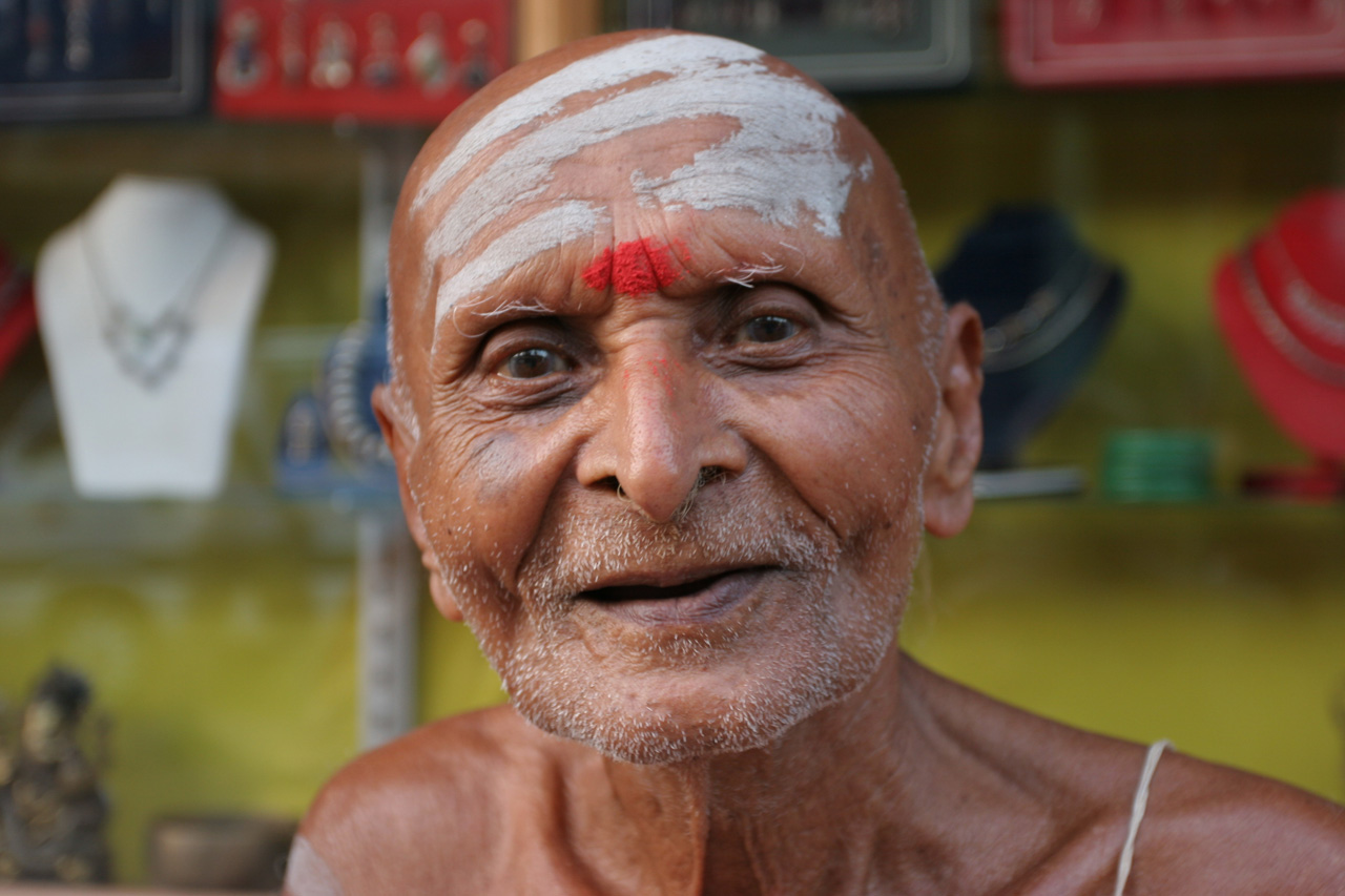 Indian man with a bindi in his head: a cliche, yes, but not everyone is like this...