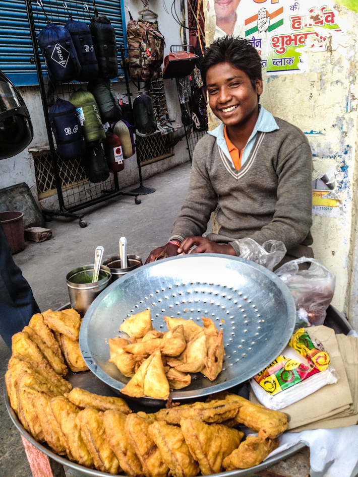 Great samosas and a friendly smile: what else could we ask for to warm up our Delhi winter days?