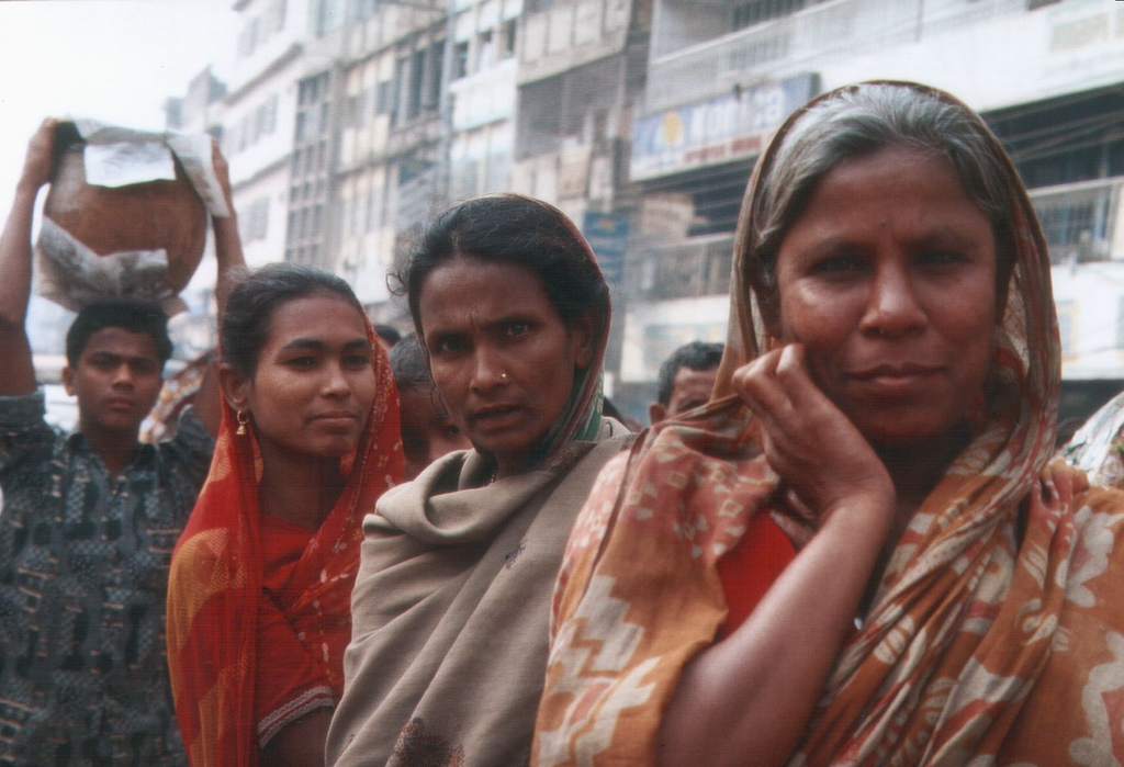 Women on the streets in Dhaka. Photo source & credits: http://bit.ly/UqcFan
