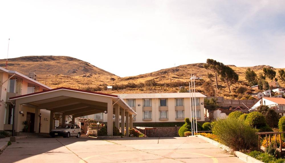 Puno Inn Hotel facade