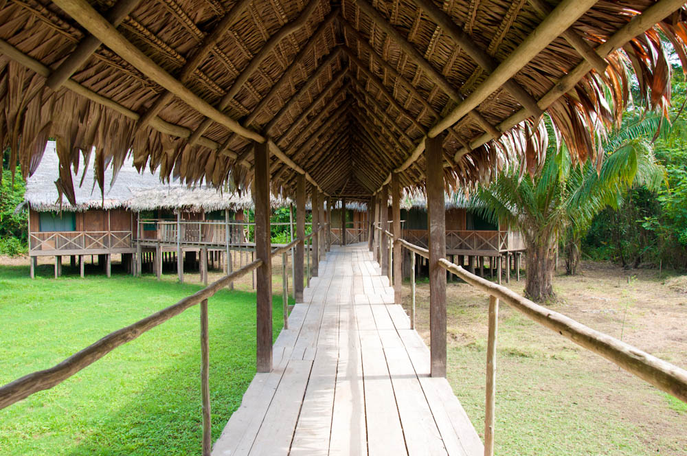 The corridor between the dinning area and the rooms at Chullachaqui Eco Lodge