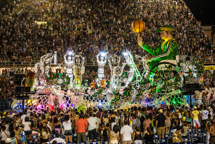 This samba school supported handicapped people, hence the basketball player on a wheelchair. Amazing theme!