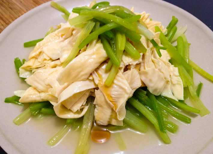 Bean curd and celery: light and flavorful