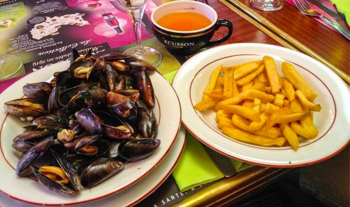 Moules et Frites with cider, in Etretat